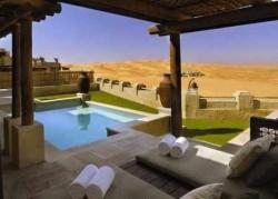 Невероятный отель посреди пустыни