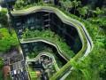 Простой отель или невероятное строение?